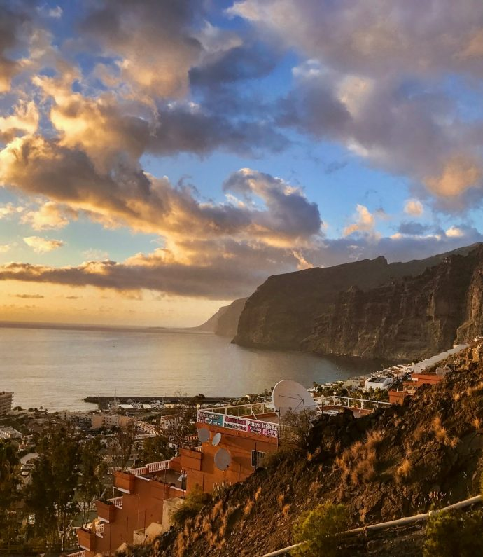 Los-gigantes-cliffs and town