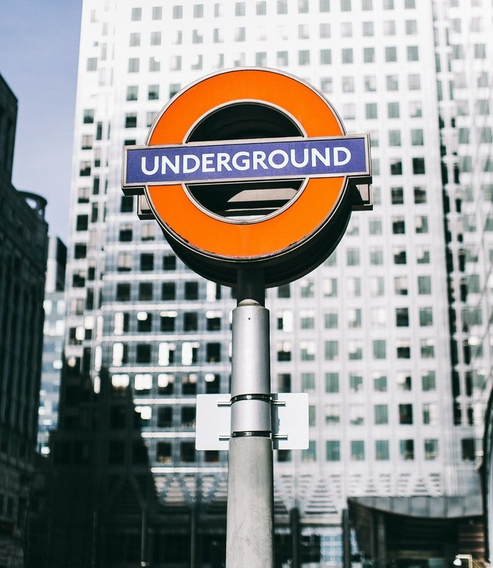 how-to-read-on-public-transport_london-underground
